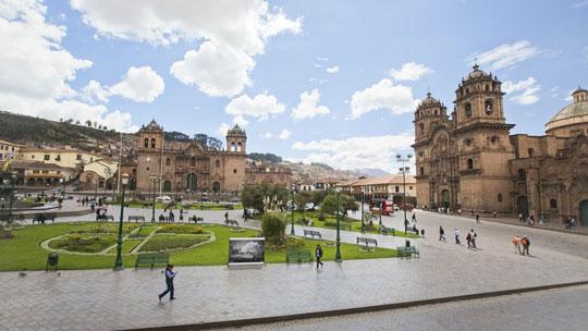 Fallo judicial ordena reabrir plaza de Armas de Cusco al tránsito de vehículos