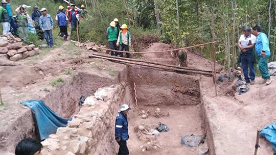 Hallan contexto funerario con cinco individuos en sitio arqueológico de Cusco