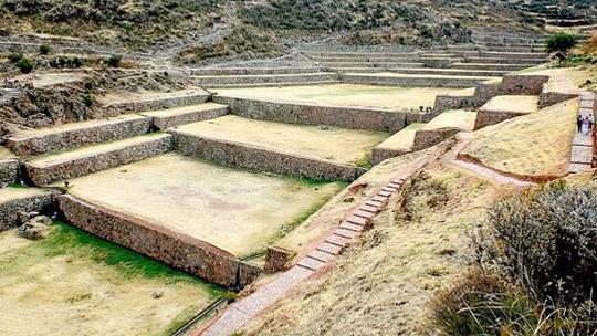 Protegen monumentos arqueológicos frente a fuertes lluvias en Cusco