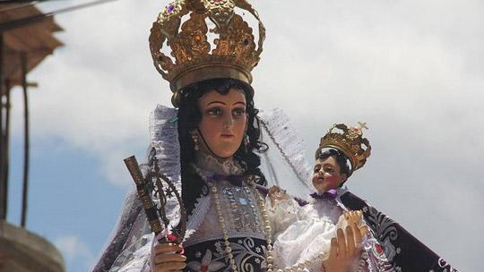 Abancay rinde homenaje a la Virgen del Rosario