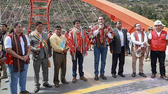 Martín Vizcarra inaugura puente de acceso al Valle Sagrado de Los Incas