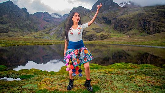 "Reina del trap en quechua Renata Flores estrena video del tema ""Yo Mujer"""